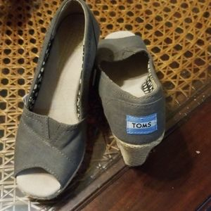 Preowned Tom's shoes 5.5 size